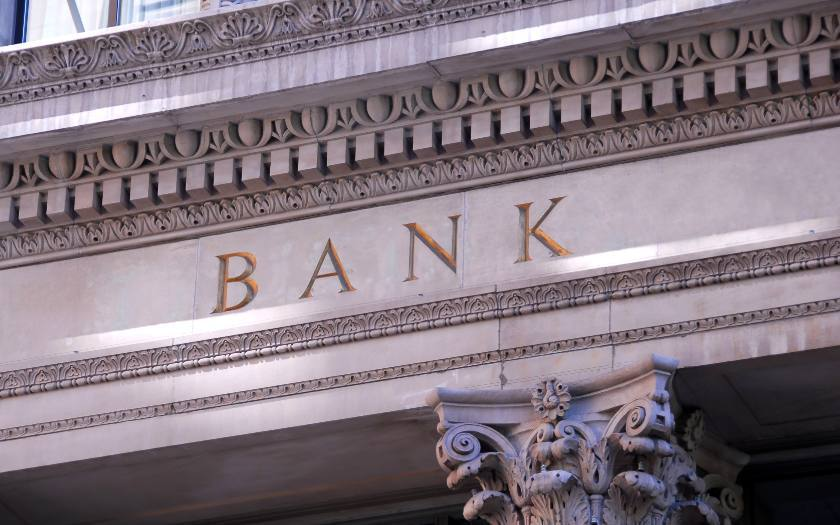 Living in Canada: How to Choose a Bank